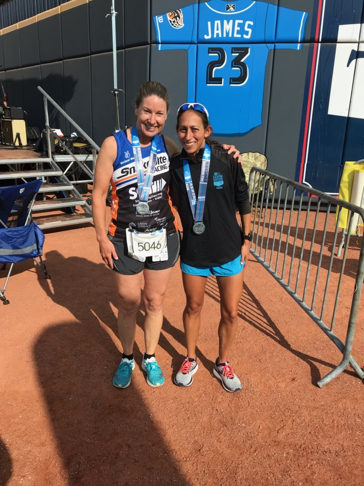 Pic with Des Linden at the Akron Half Marathon.